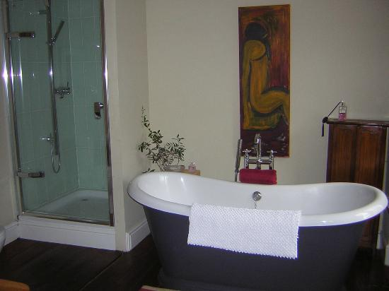 South Penarth B&B: master bathroom