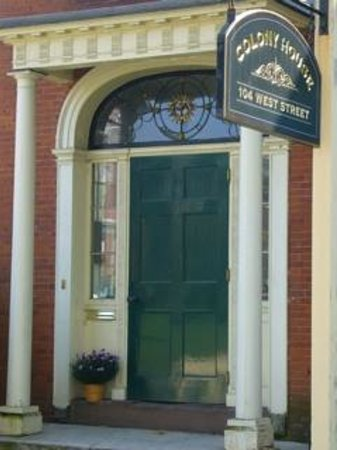 Colony House Bed & Breakfast: Entrance