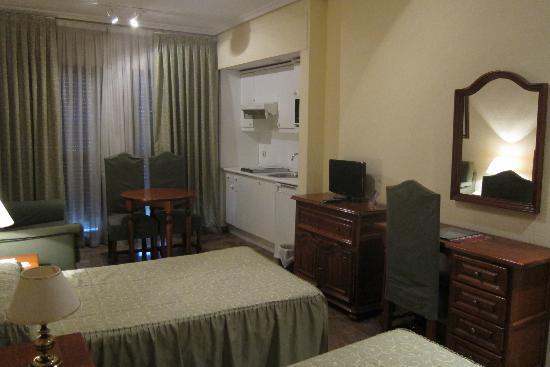 Aparthotel Quo Eraso: the room