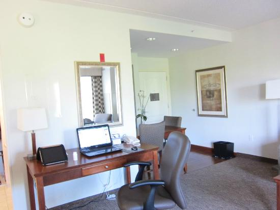 Homewood Suites by Hilton Albany : Desk area with free connected or wireless Wifi.