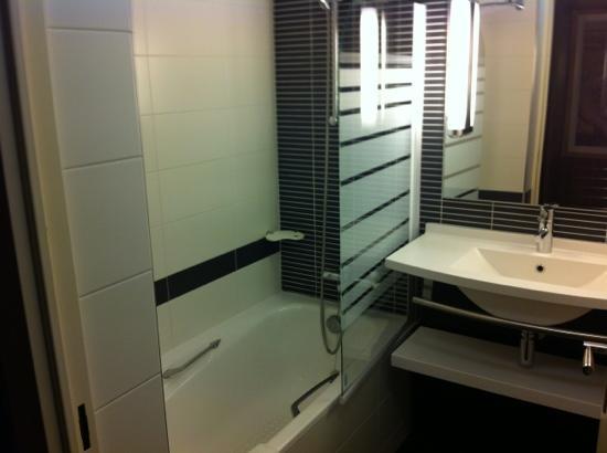 Mercure Bordeaux Gare Saint Jean : salle de bain