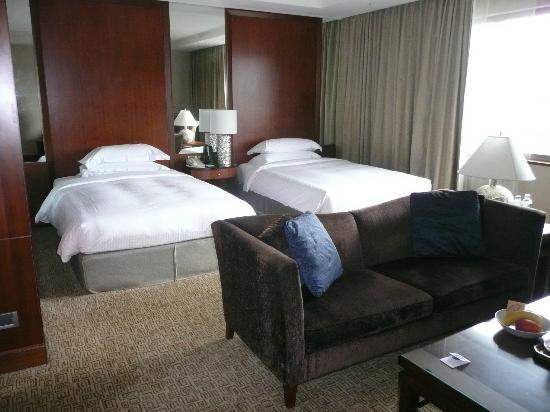 Sheraton Grand Taipei Hotel: bed