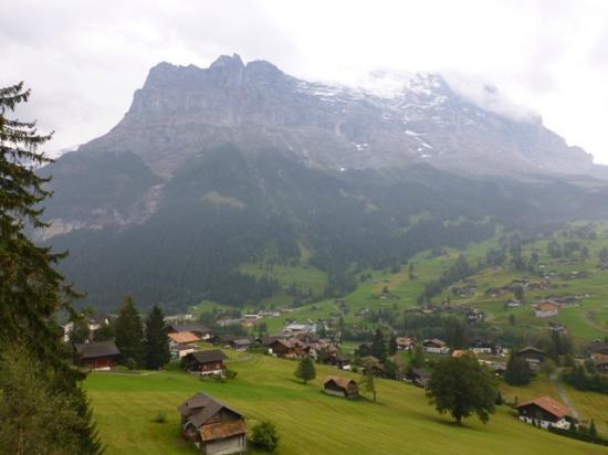 Jungfrau Lodge Swiss Mountain Hotel: 部屋からの山々の姿は必見です