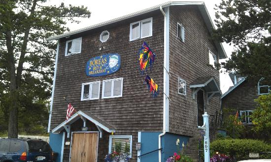Boreas Bed and Breakfast Inn: Outside of the Inn