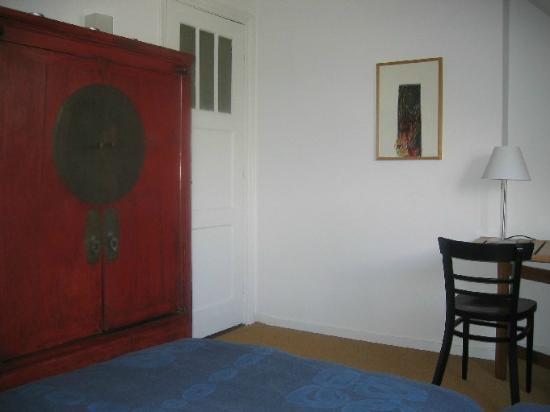 B&B Alberti : B&B room with Chinese wedding chest