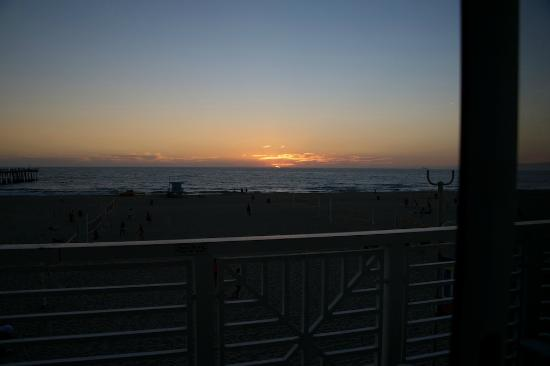 Beach House Hotel Hermosa Beach: Sunset as seen from the room