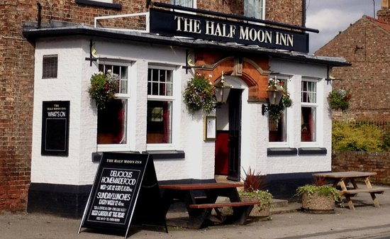 ‪The Half Moon Inn‬