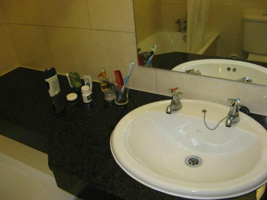 Imperial Hotel: Bathroom Sink