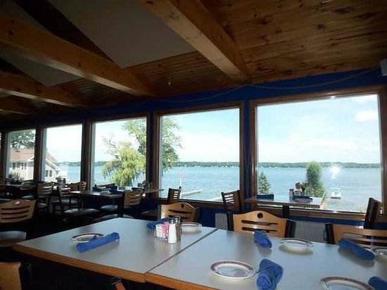 Deerhead Lakeside Restaurant & Bar : Overlooking Cayuga Lake