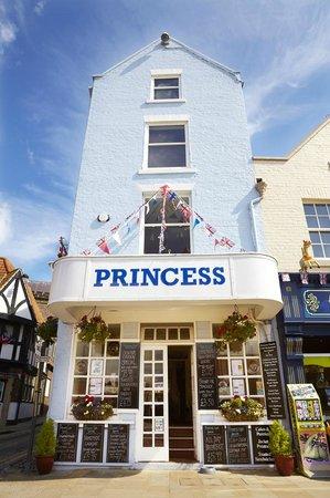 The Princess Cafe & Harbour Restaurant: Flying the Flag - ERll Diamond Jubilee