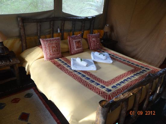 Porini Mara Camp: big bed