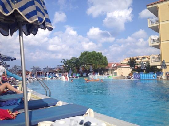 Tsilivi Beach Hotel: pool area