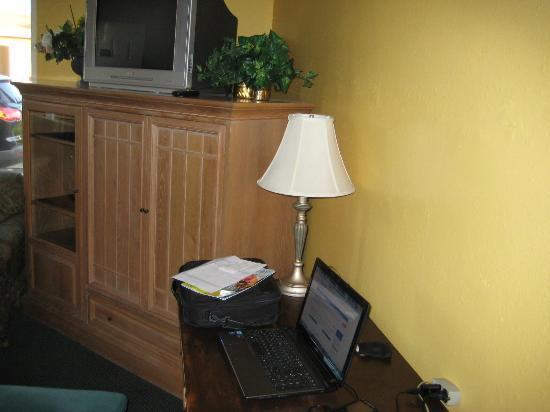 Oceanside Inn & Suites: TV og WI-FI