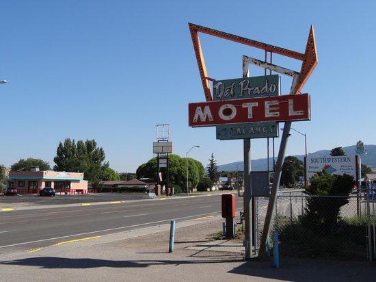 Del Prado Motel