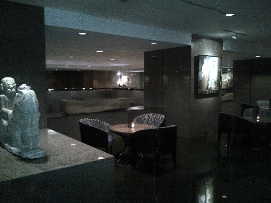 Four Seasons Hotel Jakarta: Outside lobby lounge
