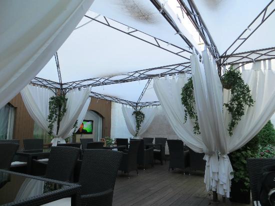 Marco Polo Presnja Hotel: Patio Area