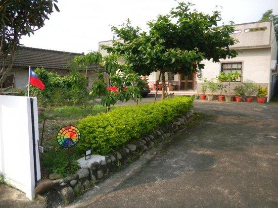 Sweet House No.12: 民宿入口/ B&B Entrance