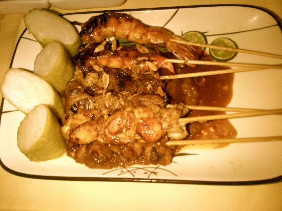 Four Seasons Hotel Jakarta: Mixed satay... not what I wanted!