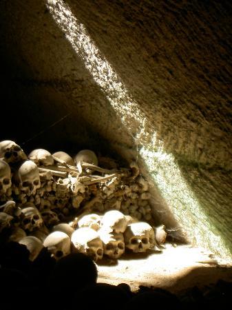 Cimitero delle Fontanelle: Uno squarcio di luce