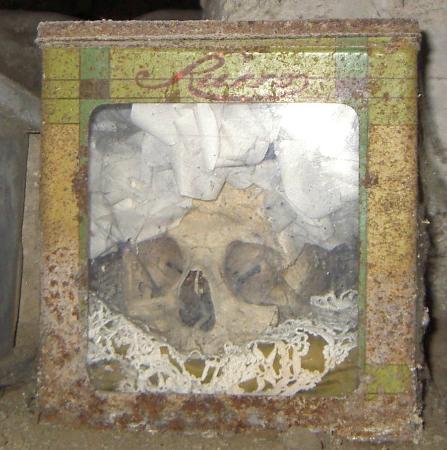 Cimitero delle Fontanelle: Teschio in scatola