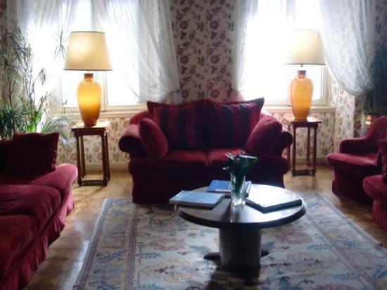 Grand Hotel Duchi D'Aosta: inside hotel