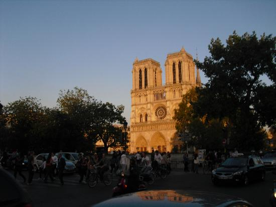le notre dame: View from our outside table