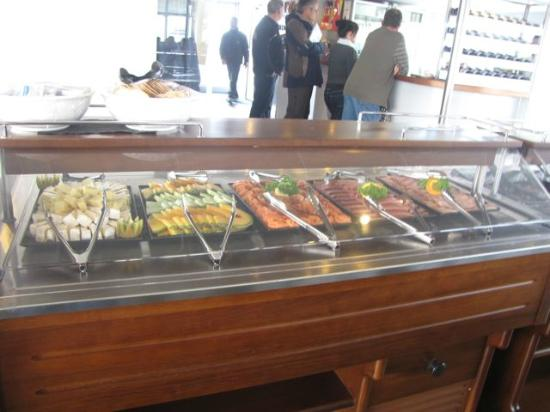 World Heritage Cruises: Nice buffet lunch