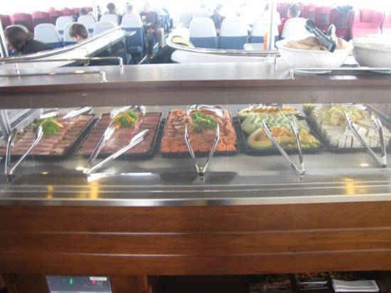 World Heritage Cruises: Wonderful buffet lunch