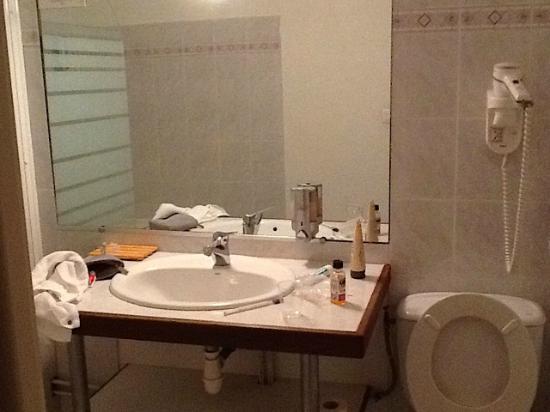 Le Clos de Mutigny : Simple bathroom