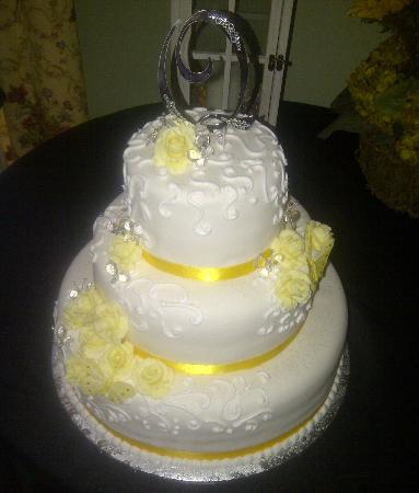 The Ragsdale Inn: Wedding Cakes prepared by the Inn.