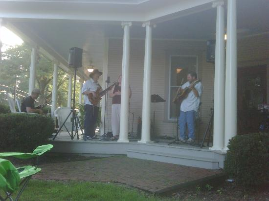 The Ragsdale Inn: Flat Pickin on the porch!