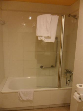 Hotel Mercury: bath