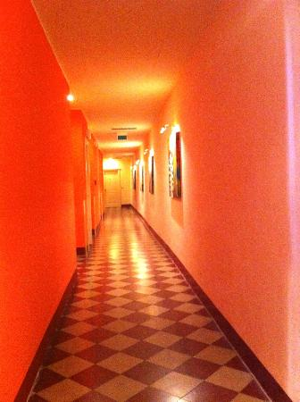 Il Chiostro del Carmine: hallway to rooms