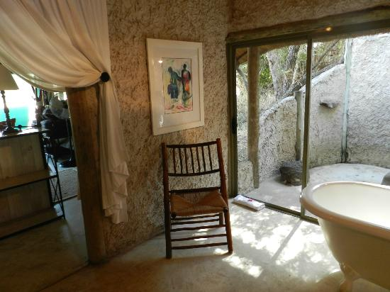 Tanda Tula Safari Camp: Outdoor shower