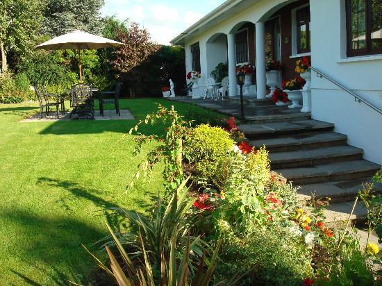 Athlumney Manor B&B: HOUSE AND GARDEN
