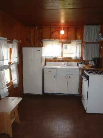 Mountain Lake Cottages: Full Kitchen