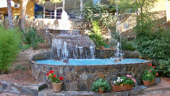 Balneario de Benito: Jardines del complejo hotelero