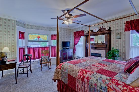 The Garver House Bed & Breakfast: Zoar Village room