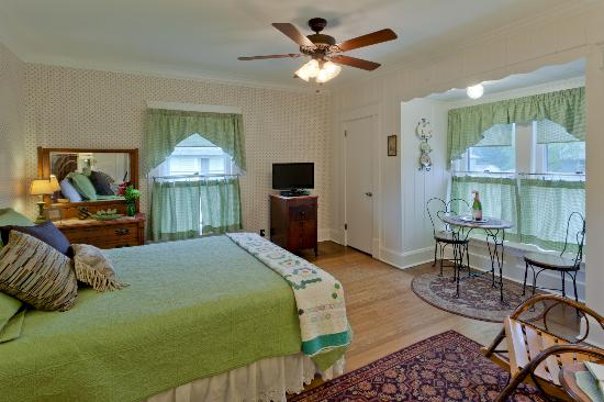 The Garver House Bed & Breakfast: Fort Laurens room