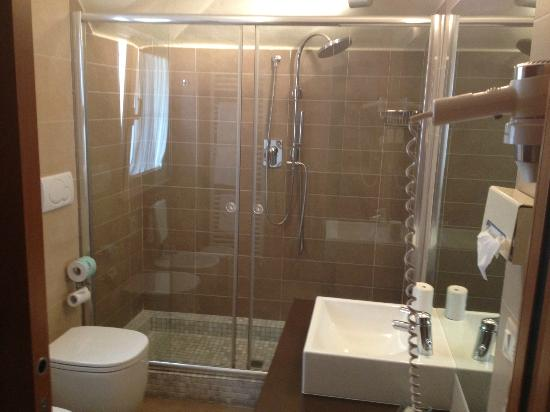 Hotel Accademia: Bathroom