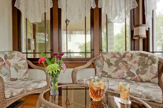 The Garver House Bed & Breakfast : The year round sun porch/room