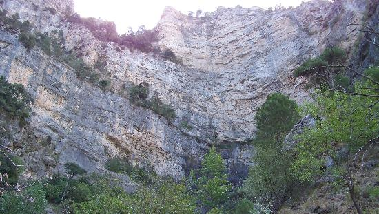 Riópar, España: Pared rocosa del nacimiento