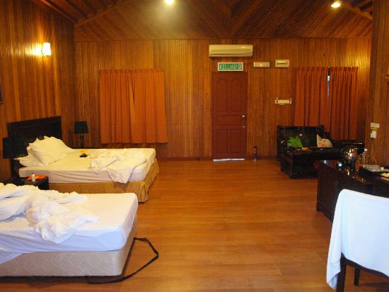 Pom Pom Island Resort & Spa: room at night