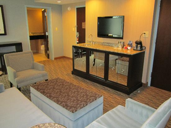 Crowne Plaza Lombard Downers Grove: CEO Suite Parlor