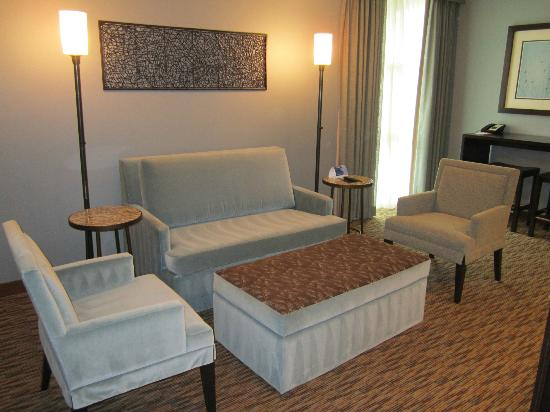 Crowne Plaza Lombard Downers Grove: CEO Suite Parlor Area