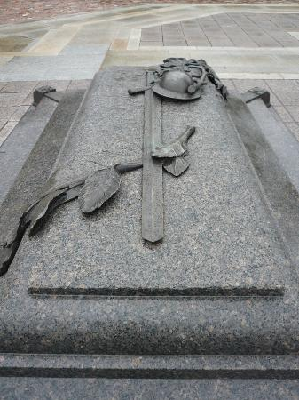 National War Memorial: Tomb of Unknown Soldier