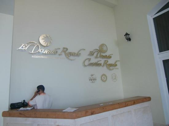 El Dorado Royale, a Spa Resort by Karisma: Front Entrance corridor