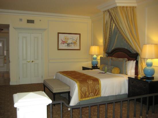 The Venetian Macao Resort Hotel : Nice bedroom area