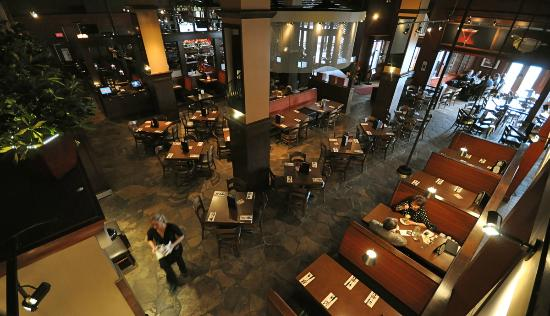 Casey's Grill Bar in Boucherville : View of Dining Room and Bar from Mezzanine Level