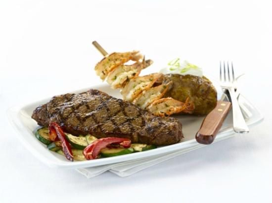 Casey's Grill Bar in Boucherville : Steak & Shrimp Skewer
